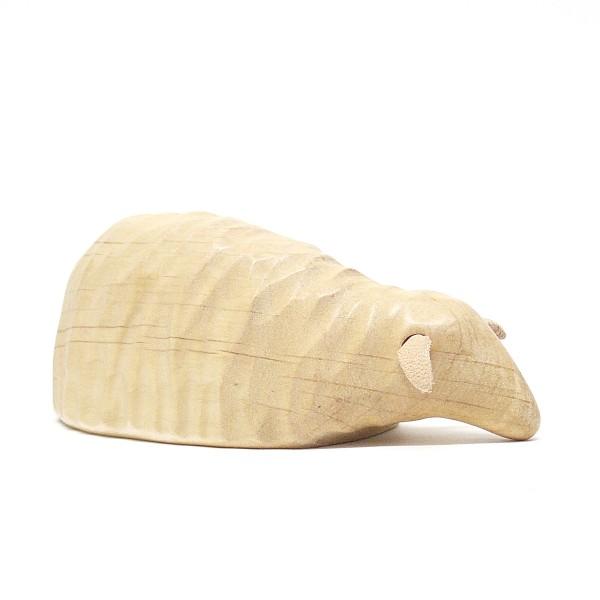 liegendes Schaf aus Holz  von buntspechte-holzspielfiguren.de