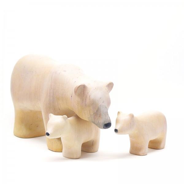 Eisbärenfamilie mit Mutter und zwei Bärenkindern
