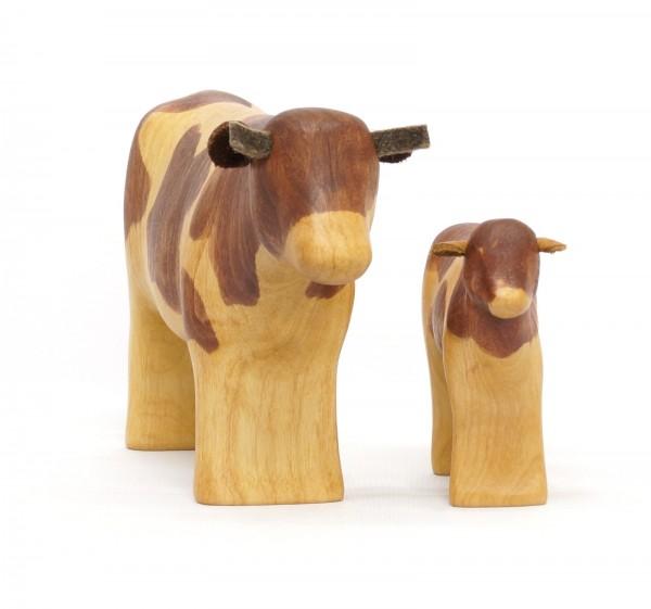 braungefleckte Kuh mit Kalb
