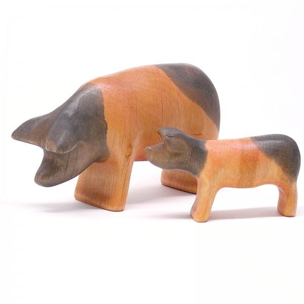 Schwein mit Ferkel von buntspechte-holzspielfiguren.de